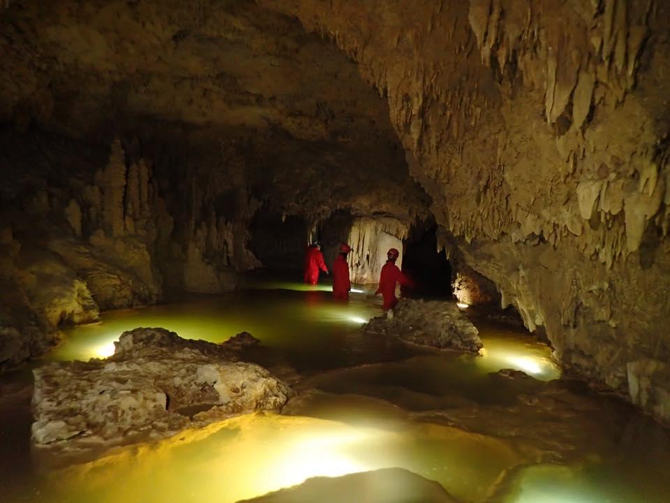 大雨が降った後に現われるgolden cave