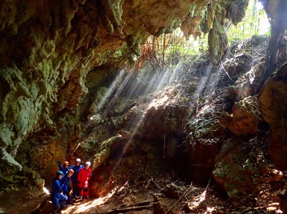 光のシャワー 沖永良部島 洞窟