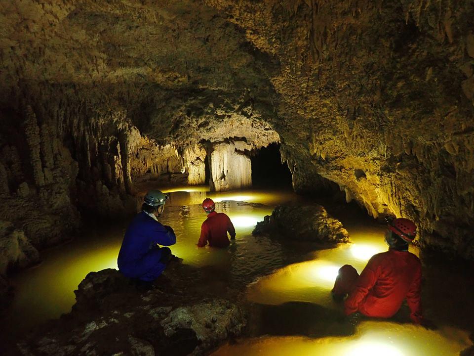 金色に輝く魅惑の洞窟