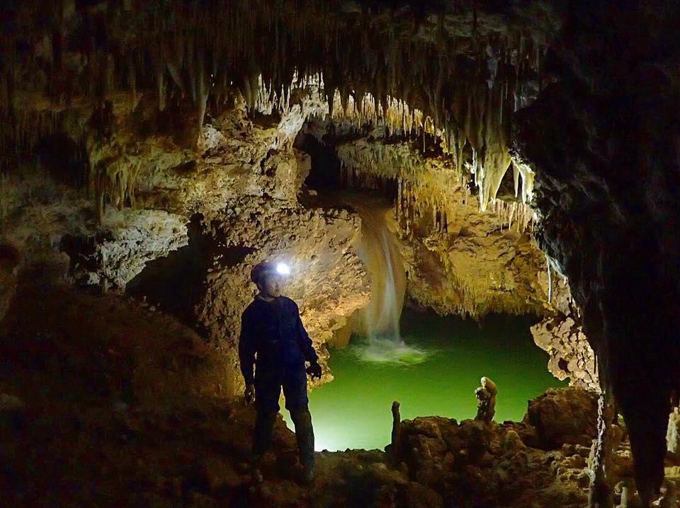 フォトジェニックな洞窟 水連洞