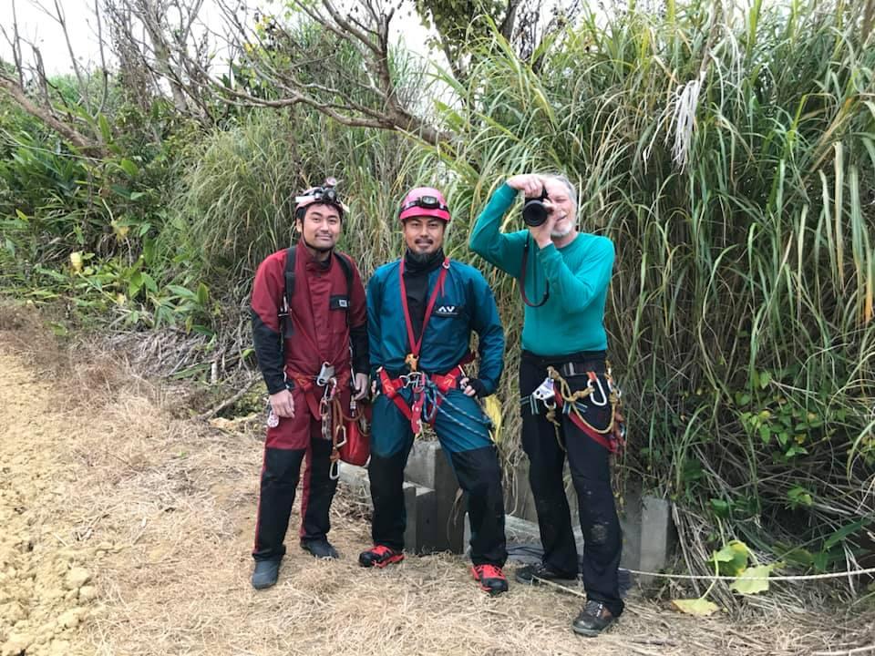 日本洞窟学会副会長である 村上崇史氏を招聘、アメリカ人の洞窟写真家ダン氏