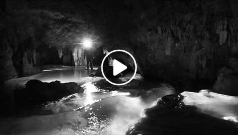 美しき水の洞窟